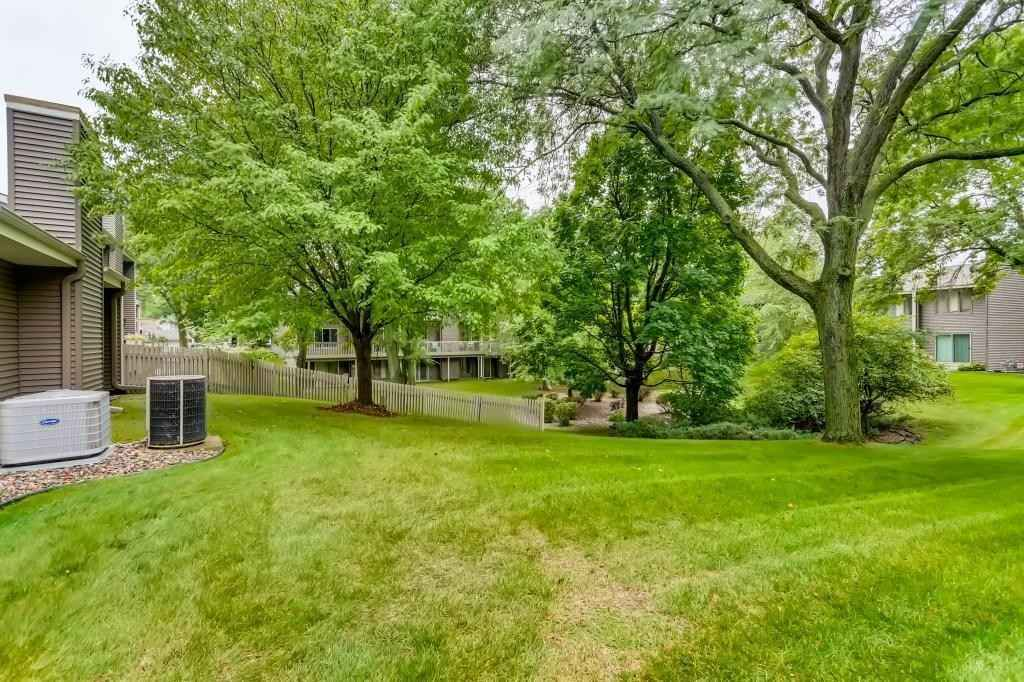 View 22 photos of this 1 bed, 2 bath, and 1,488 sqft. condo home located at 2737 Mackubin St Apt 2, Roseville, Minnesota 55113 is Active for $220,000.