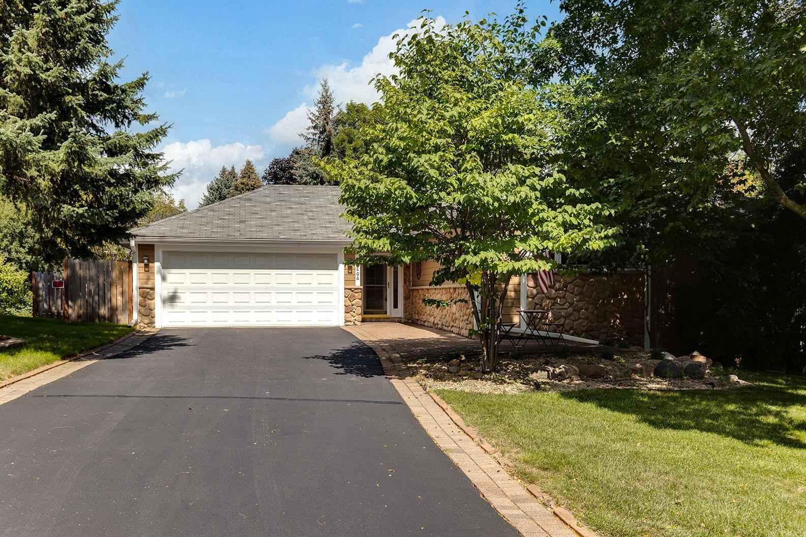 View 24 photos of this 3 bed, 3 bath, and 2,272 sqft. single_family home located at 14806 Southcross Ln, Burnsville, Minnesota 55306 is Pending for $385,000.