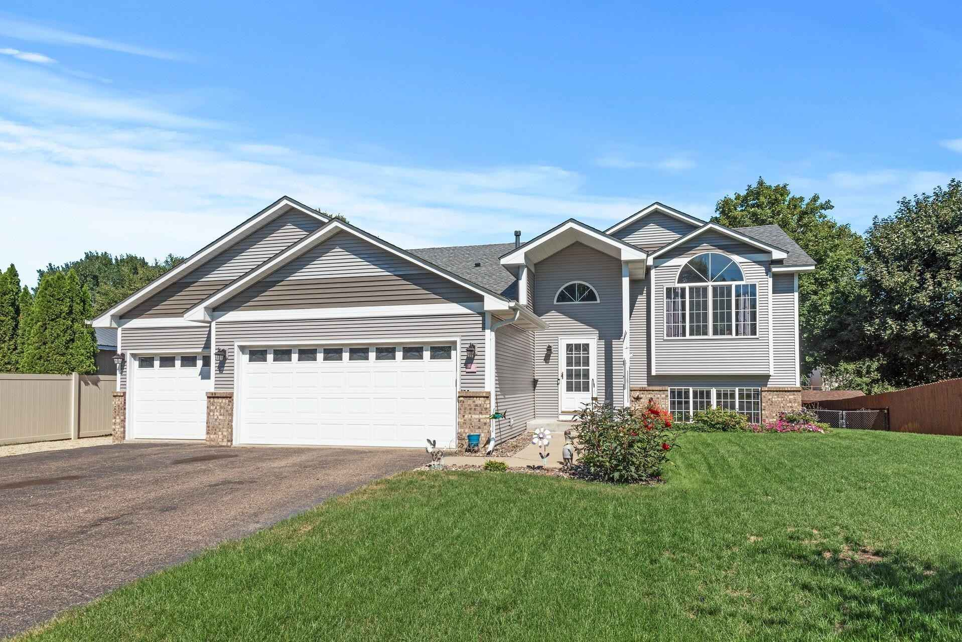 View 29 photos of this 5 bed, 3 bath, and 2,313 sqft. single_family home located at 107 Pony Ct, Circle Pines, Minnesota 55014 is Active for $429,900.