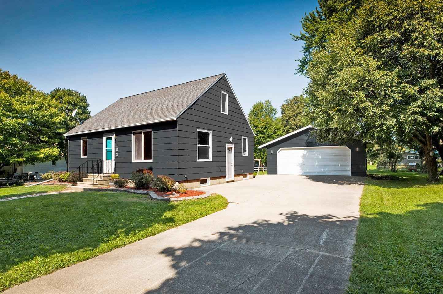 View 28 photos of this 3 bed, 3 bath, and 1,328 sqft. single_family home located at 103 E 1st St, Elkton, Minnesota 55933 is Active for $144,900.