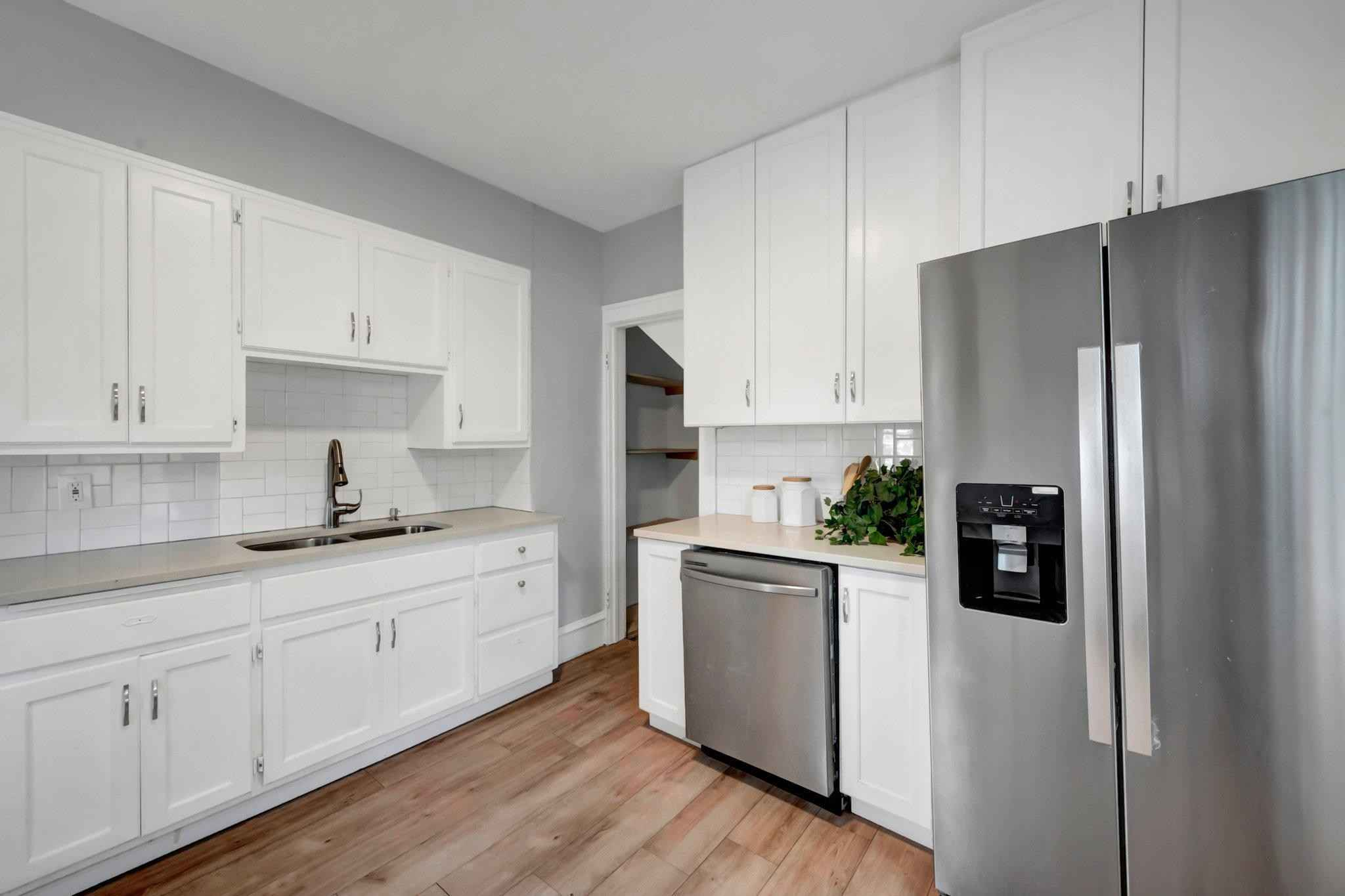 View 25 photos of this 3 bed, 2 bath, and 1,465 sqft. single_family home located at 869 Ivy Ave E, Saint Paul, Minnesota 55106 is Active for $265,000.