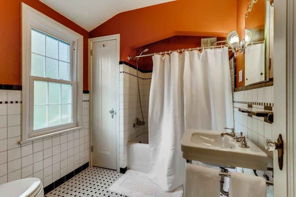 View 18 photos of this 3 bed, 2 bath, and 1,927 sqft. single_family home located at 1516 Holton St, Saint Paul, Minnesota 55108 is Active for $390,000.