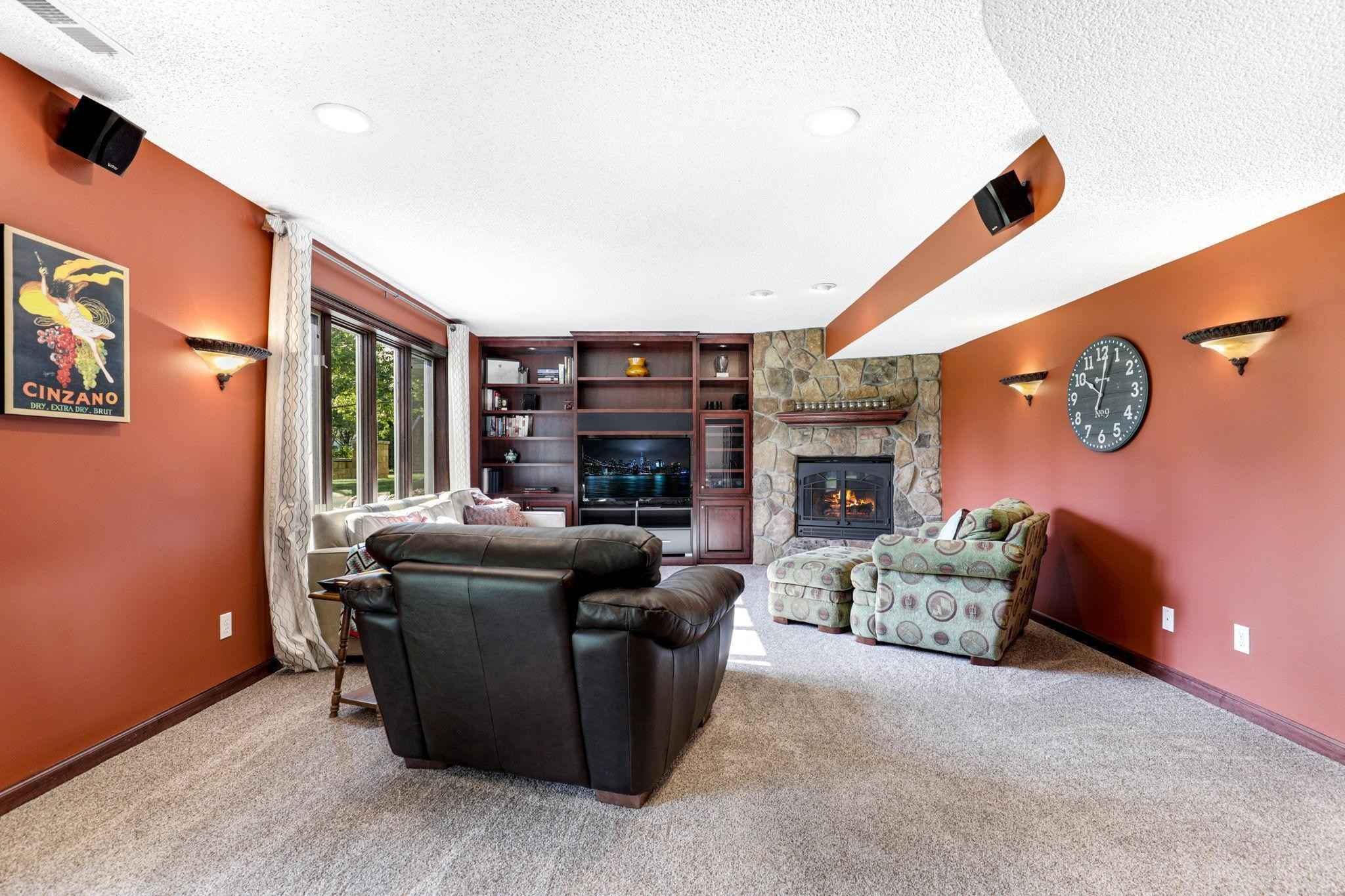 View 36 photos of this 5 bed, 4 bath, and 3,196 sqft. single_family home located at 6652 Clearwater Creek Dr, Hugo, Minnesota 55038 is Pending for $475,000.