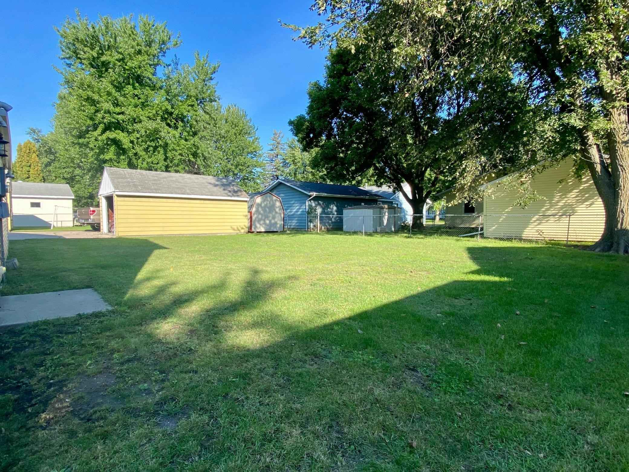 View 6 photos of this 3 bed, 2 bath, and 1,610 sqft. single_family home located at 1929 Spruce Ave, Worthington, Minnesota 56187 is Pending for $169,900.