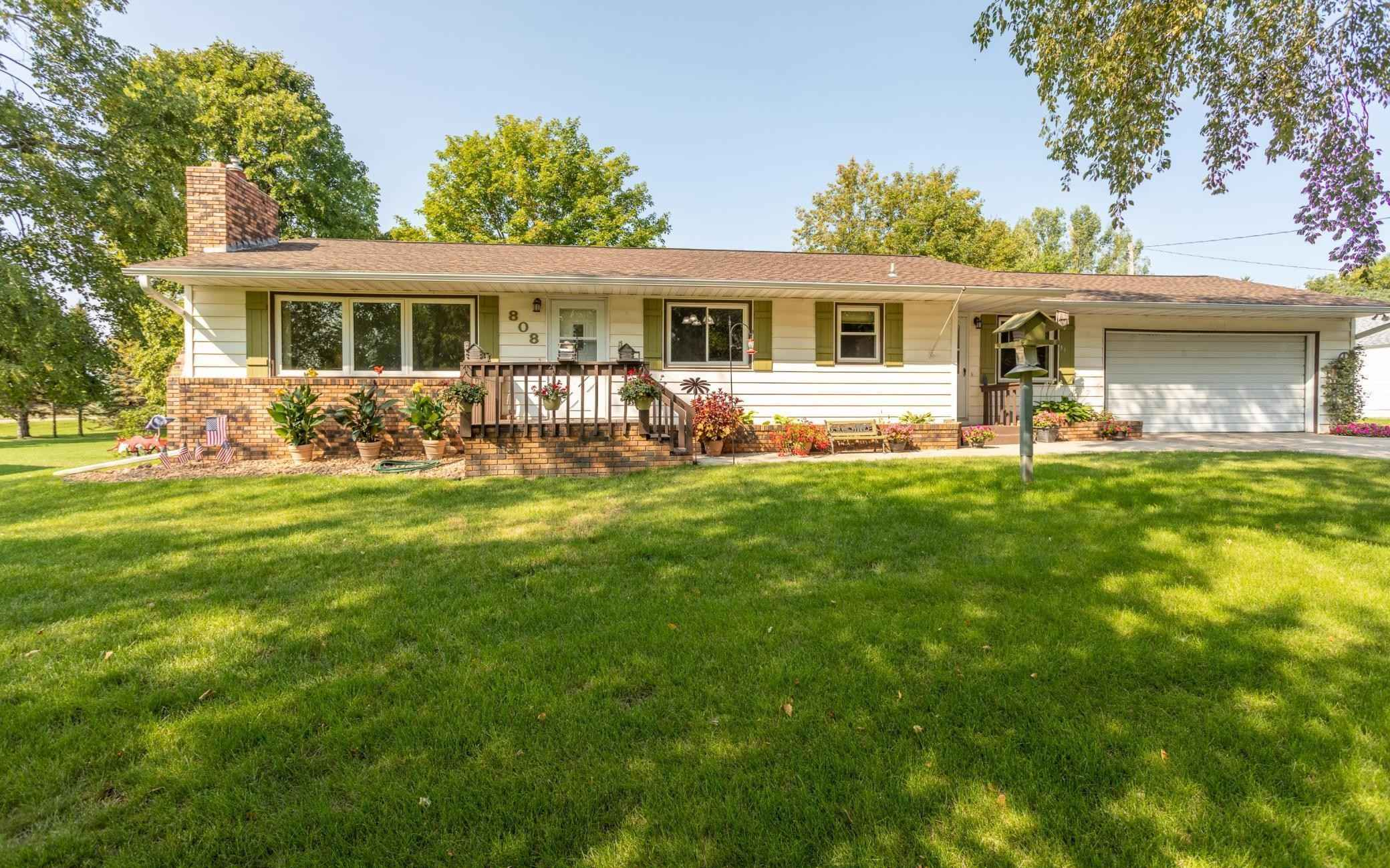 View 28 photos of this 3 bed, 2 bath, and 2,552 sqft. single_family home located at 808 E Lake Victoria Rd SE, Alexandria, Minnesota 56308 is Pending for $269,900.