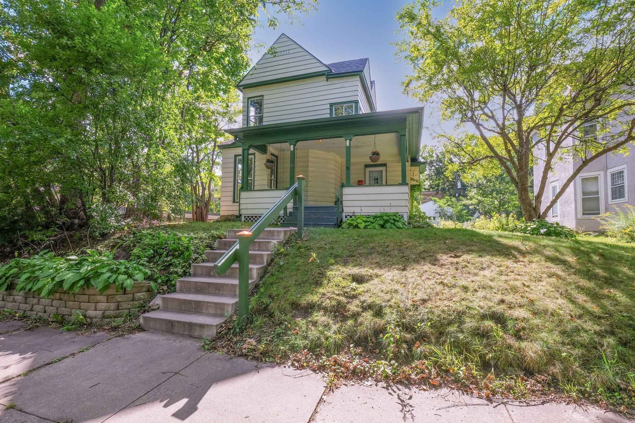 View 25 photos of this 3 bed, 2 bath, and 1,815 sqft. single_family home located at 2294 Priscilla St, Saint Paul, Minnesota 55108 is Active for $299,900.