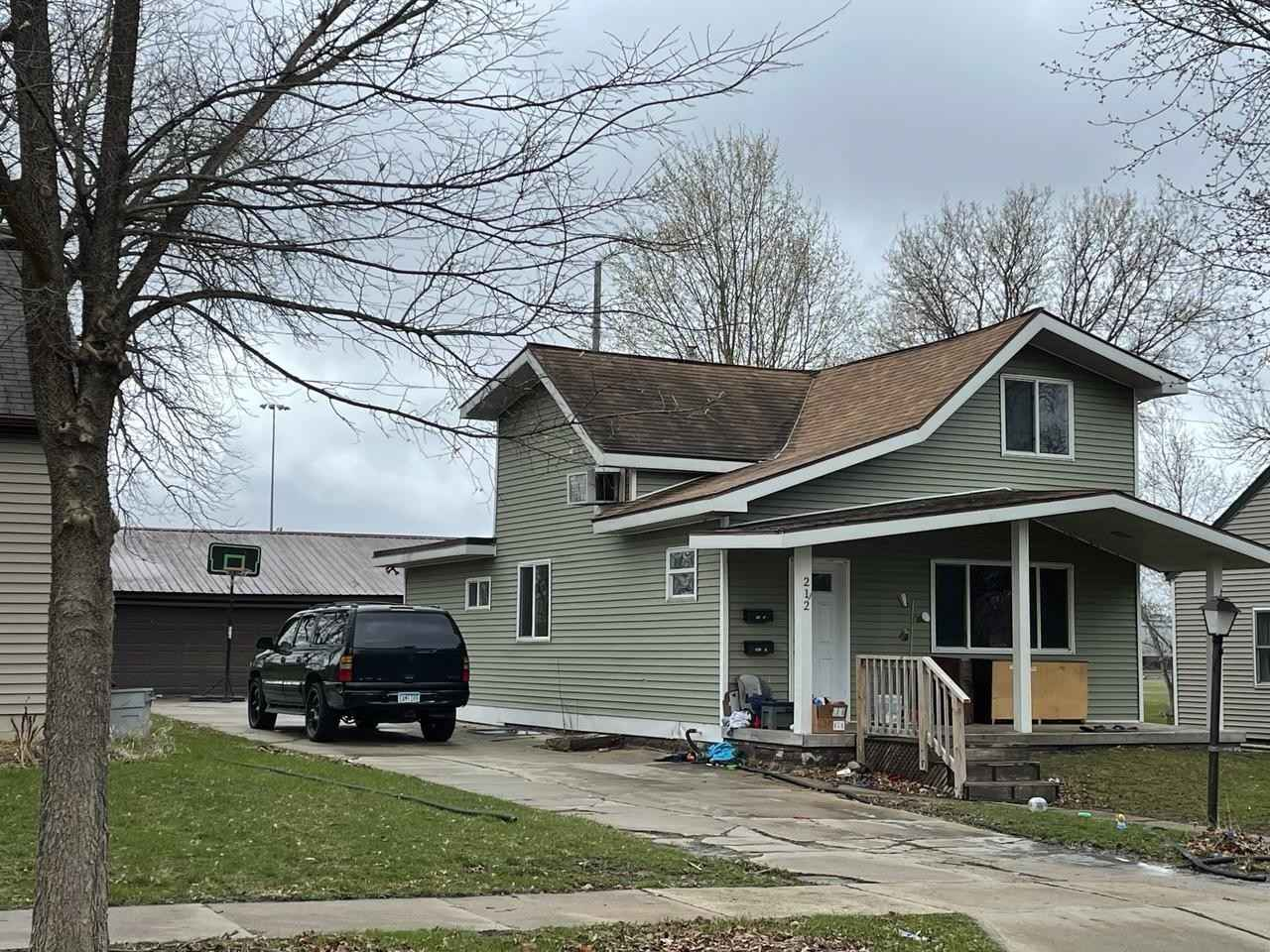 View 1 photos of this 4 bed, 3 bath, and 2,056 sqft. single_family home located at 212 NE High Ave, Willmar, Minnesota 56201 is Active for $122,200.