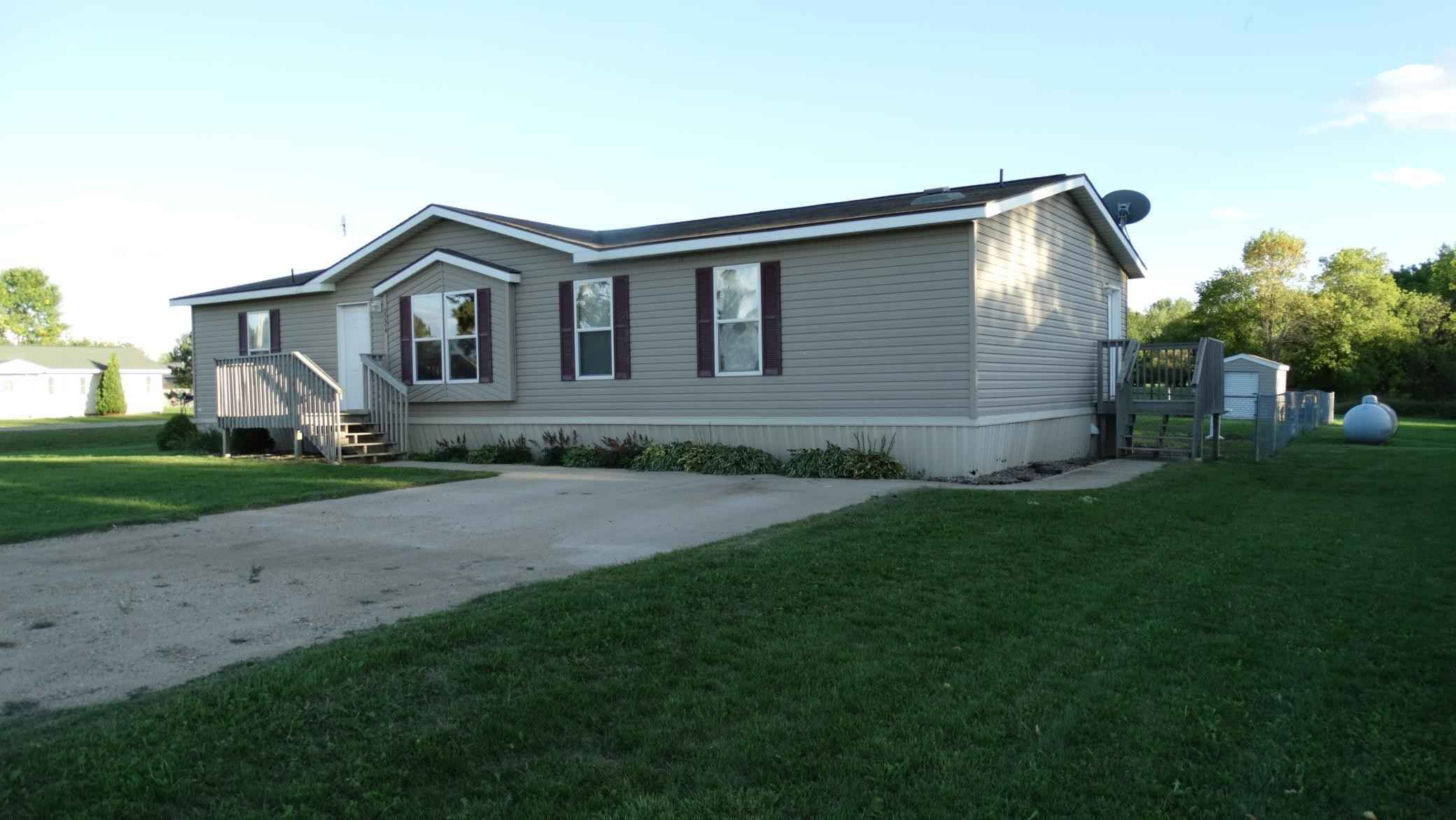View 4 photos of this 3 bed, 2 bath, and 1,566 sqft. mobile home located at 2724 Queens Rd SE, Alexandria, Minnesota 56308 is Active for $134,900.