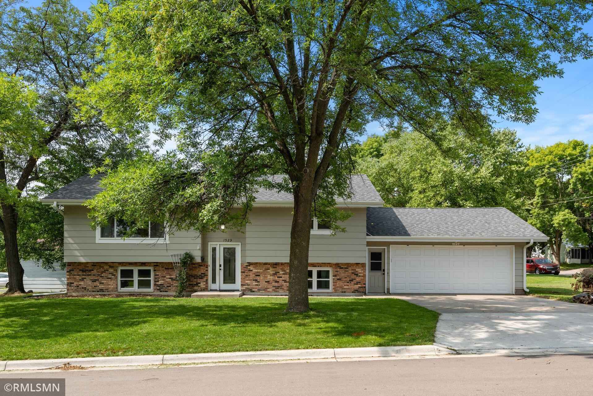View 33 photos of this 4 bed, 2 bath, and 1,931 sqft. single_family home located at 1529 Judd Ave N, Glencoe, Minnesota 55336 is Active for $240,000.