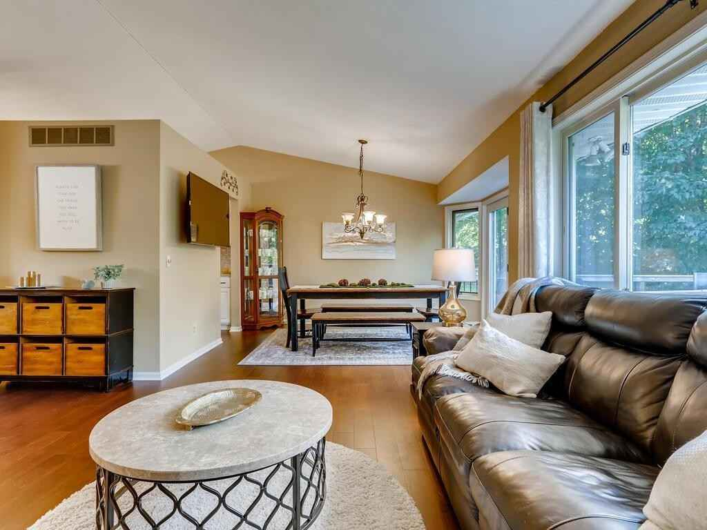 View 29 photos of this 4 bed, 2 bath, and 2,210 sqft. single_family home located at 125 Willow Dr, Delano, Minnesota 55328 is Pending for $300,000.