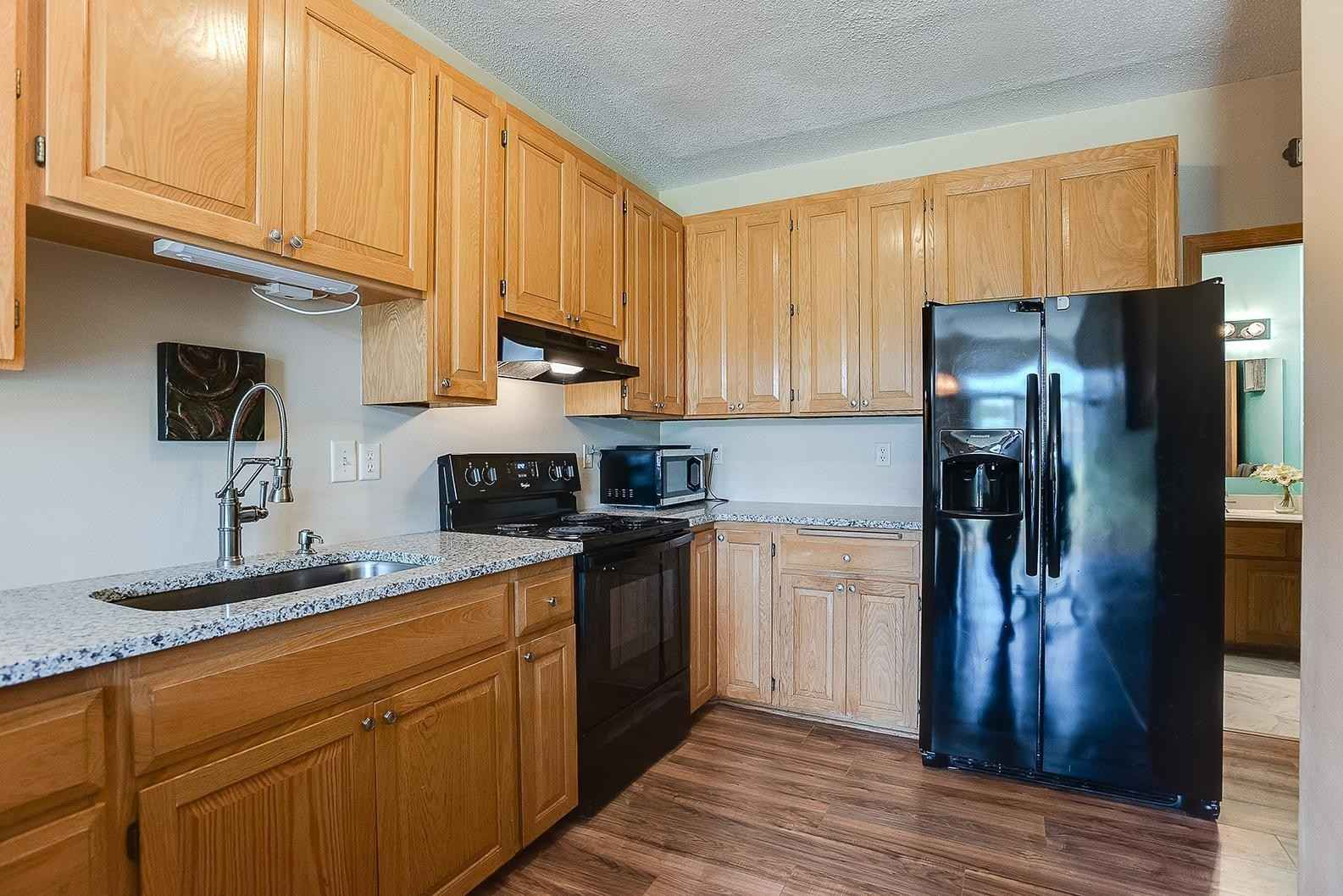 View 29 photos of this 3 bed, 2 bath, and 1,420 sqft. condo_townhome_rowhome_coop home located at 585 Roundhouse St, Shakopee, Minnesota 55379 is _0 for $.