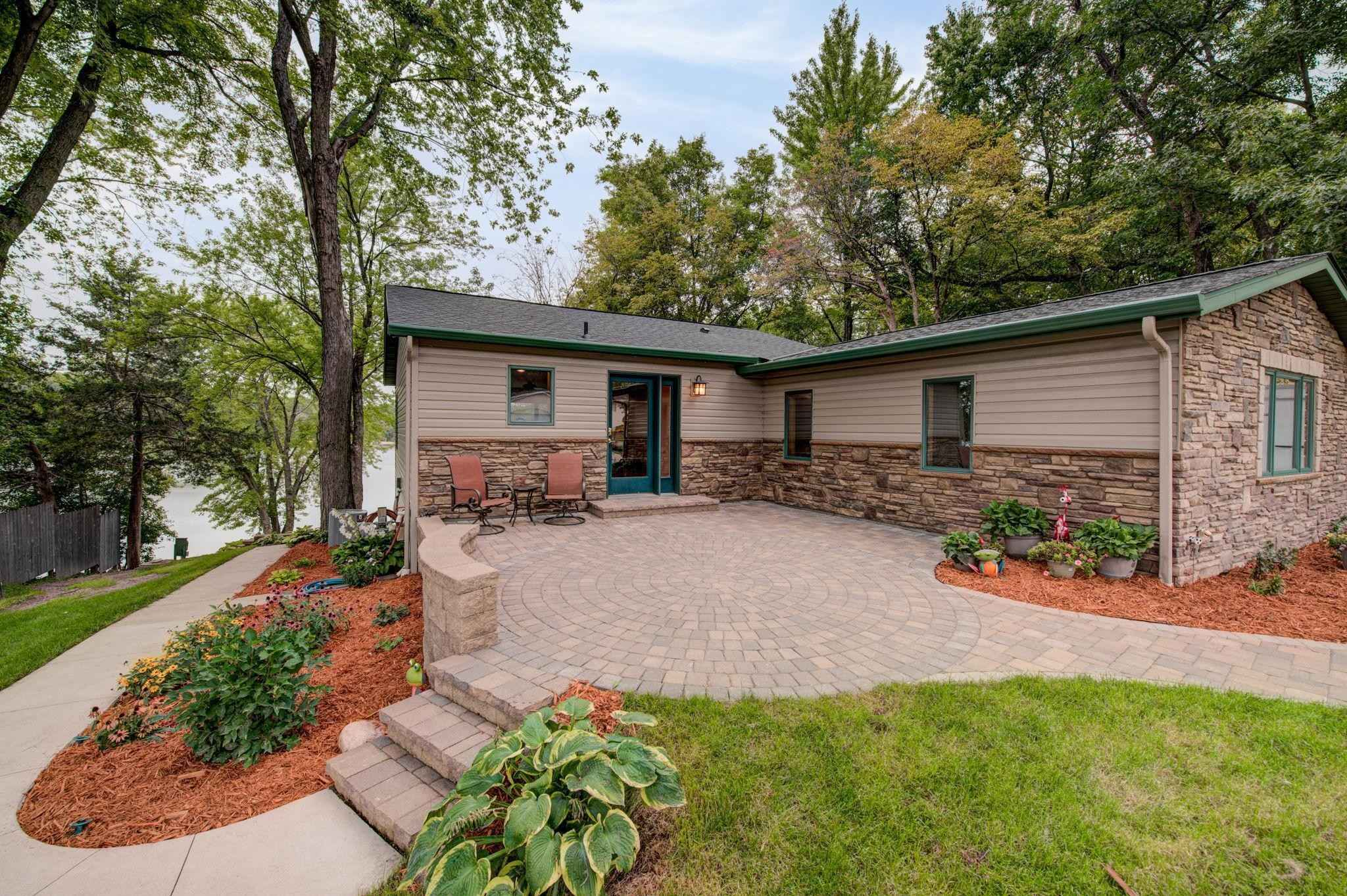 View 13 photos of this 3 bed, 1 bath, and 2,065 sqft. single_family home located at 1948 Donnelly Dr NW, Buffalo, Minnesota 55313 is Pending for $629,900.
