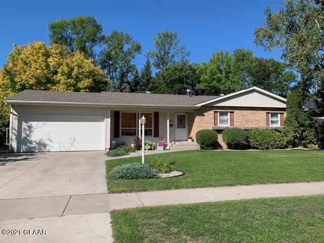 View 1 photos of this 4 bed, 2 bath, and 2,294 sqft. single_family home located at 1523 Hoven Ln, Crookston, Minnesota 56716 is Active Contingent for $203,000.