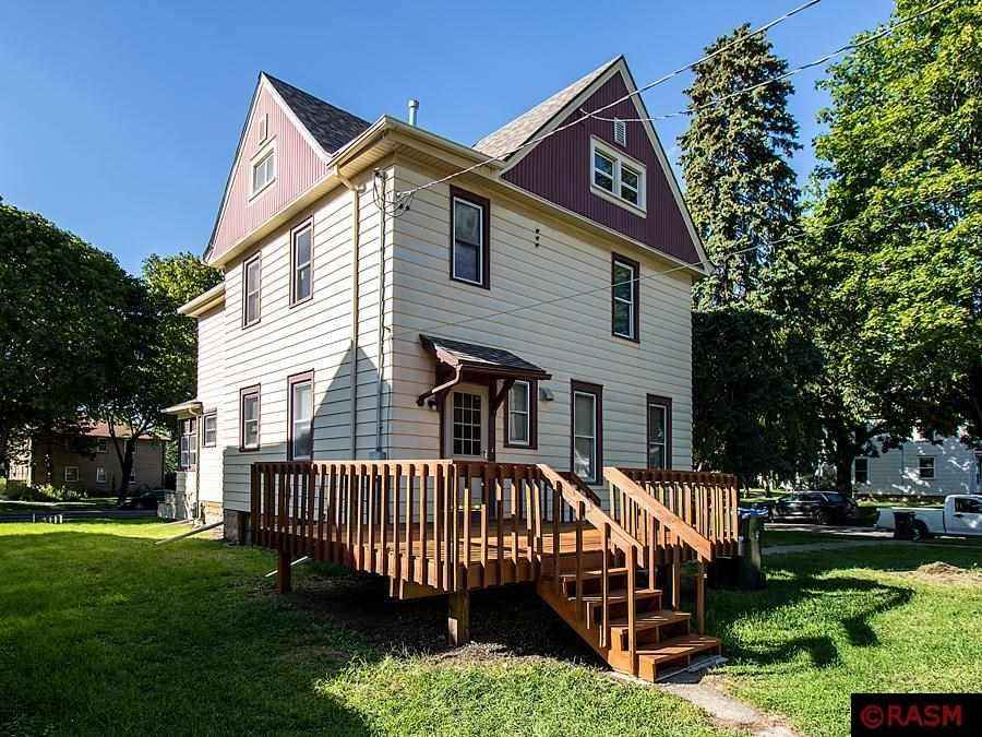View 40 photos of this 5 bed, 2 bath, and 3,153 sqft. single_family home located at 427 N Broad St, Mankato, Minnesota 56001 is Active for $209,000.