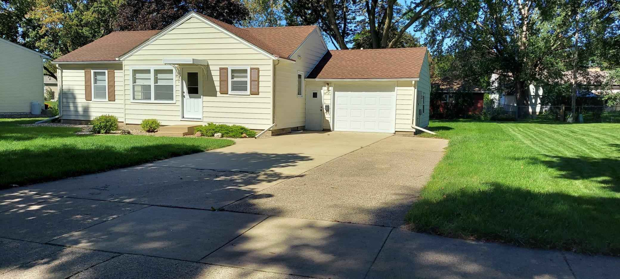 View 16 photos of this 2 bed, 2 bath, and 1,850 sqft. single_family home located at 1810 2nd Ave SW, Austin, Minnesota 55912 is Active for $169,000.