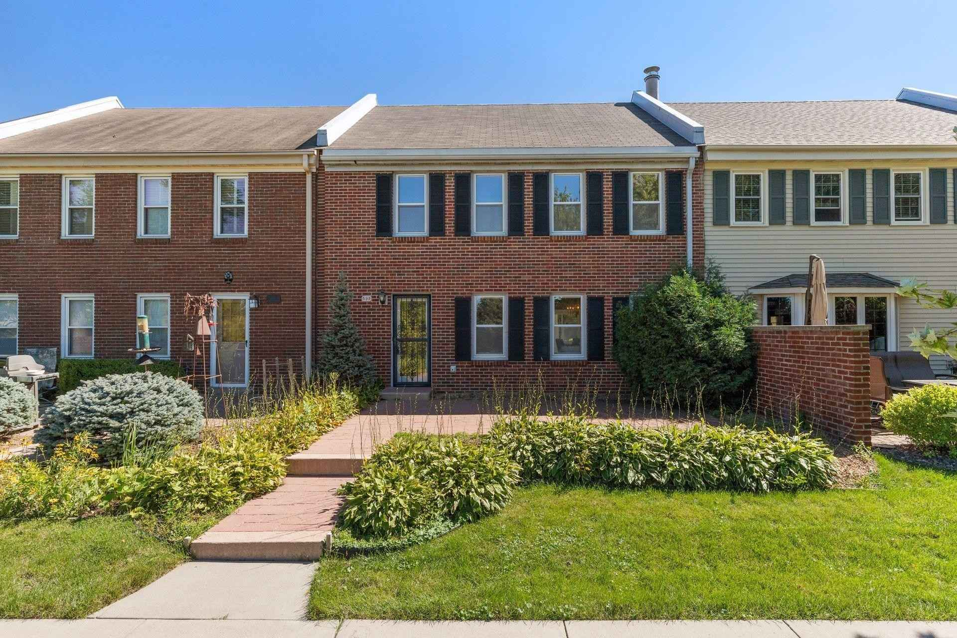 View 33 photos of this 3 bed, 3 bath, and 1,821 sqft. condo home located at 592 Maple Park Dr, Mendota Heights, Minnesota 55118 is Active for $350,000.