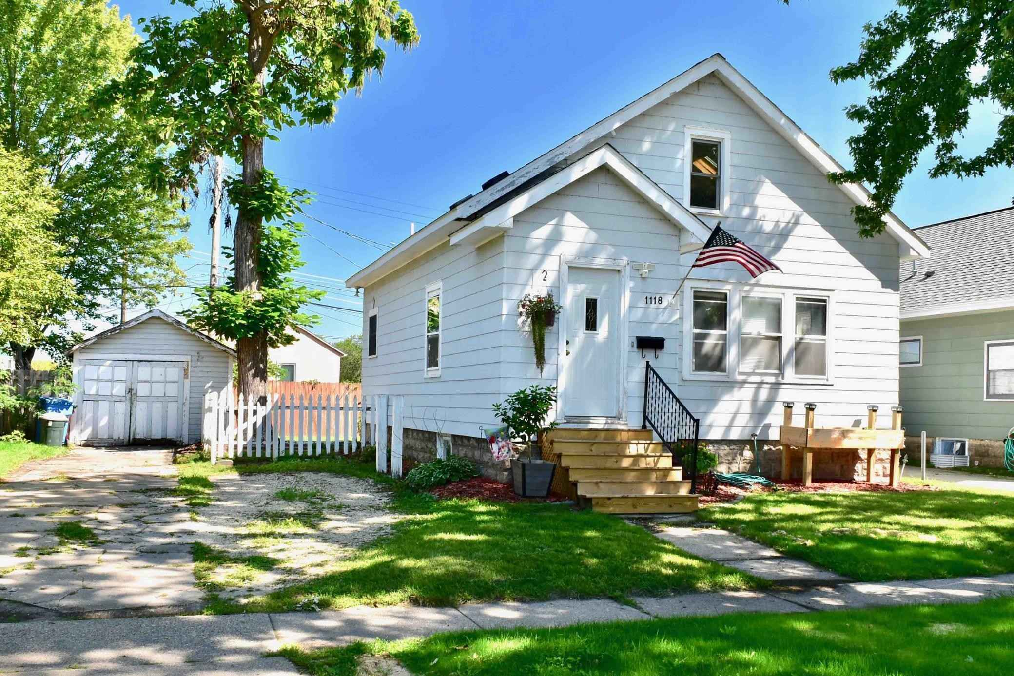 View 25 photos of this 3 bed, 1 bath, and 1,340 sqft. single_family home located at 1118 Marian St, Winona, Minnesota 55987 is Pending for $138,000.