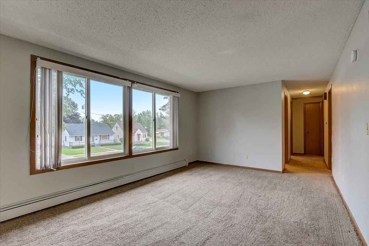 View 24 photos of this 4 bed, 2 bath, and 2,000 sqft. multi_family home located at 1916 5th Ave NE, Austin, Minnesota 55912 is Pending for $149,975.