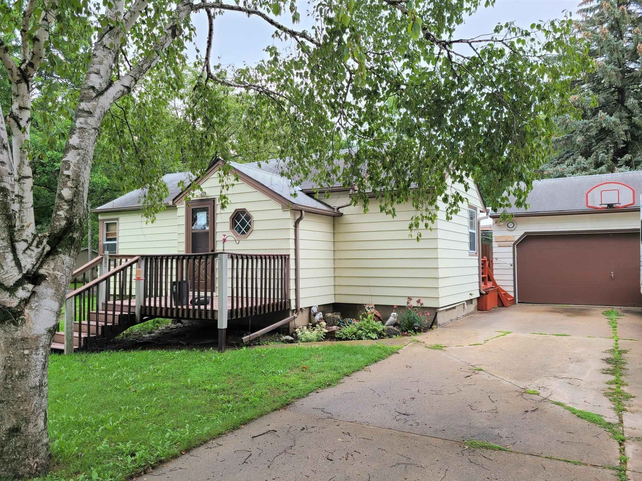 View 16 photos of this 2 bed, 2 bath, and 870 sqft. single_family home located at 901 13th Ave SW, Willmar, Minnesota 56201 is Active for $110,000.