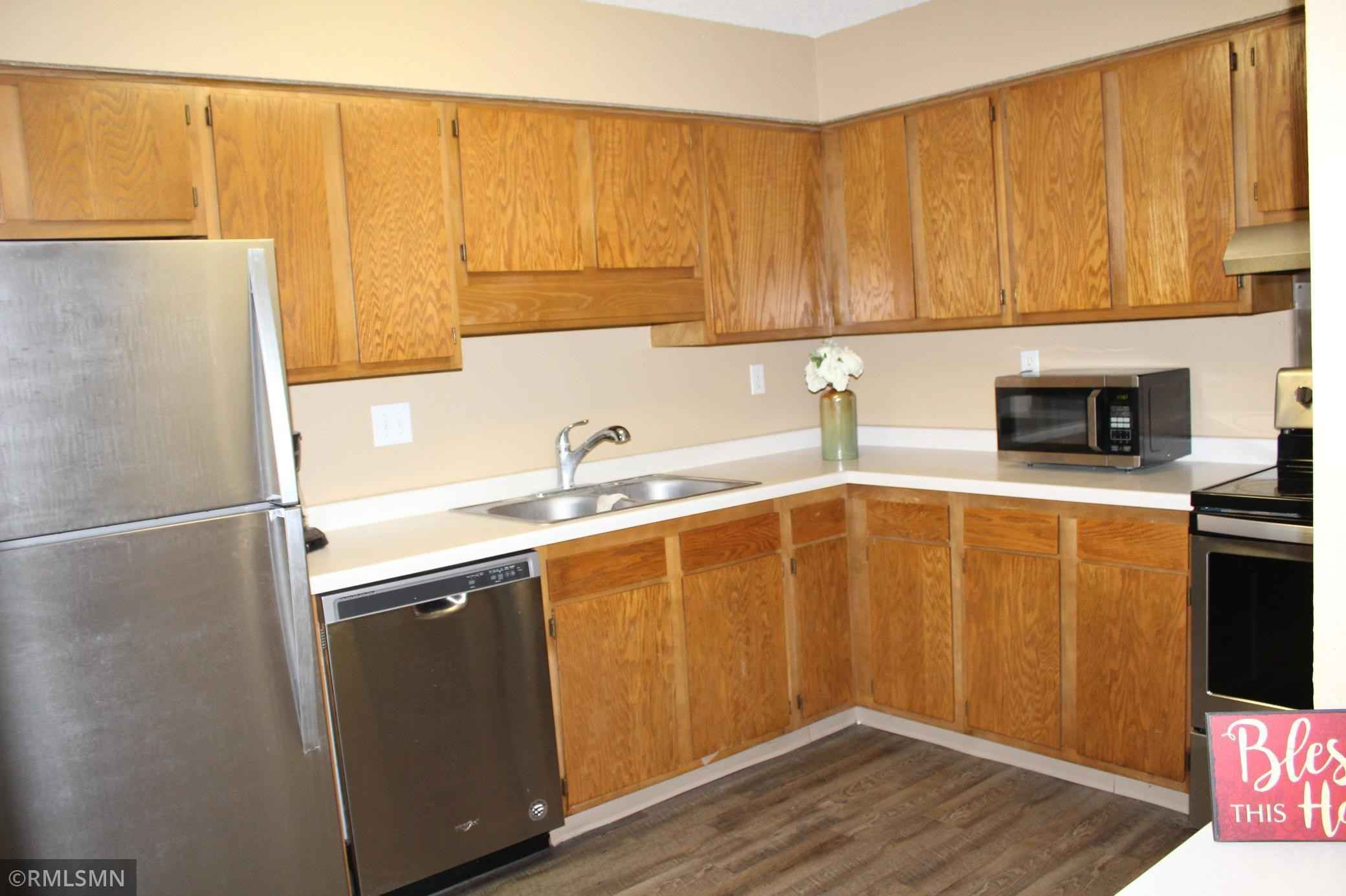 View 22 photos of this 2 bed, 1 bath, and 910 sqft. condo home located at 221 Grand Ave W Apt 109, South Saint Paul, Minnesota 55075 is Active for $135,000.