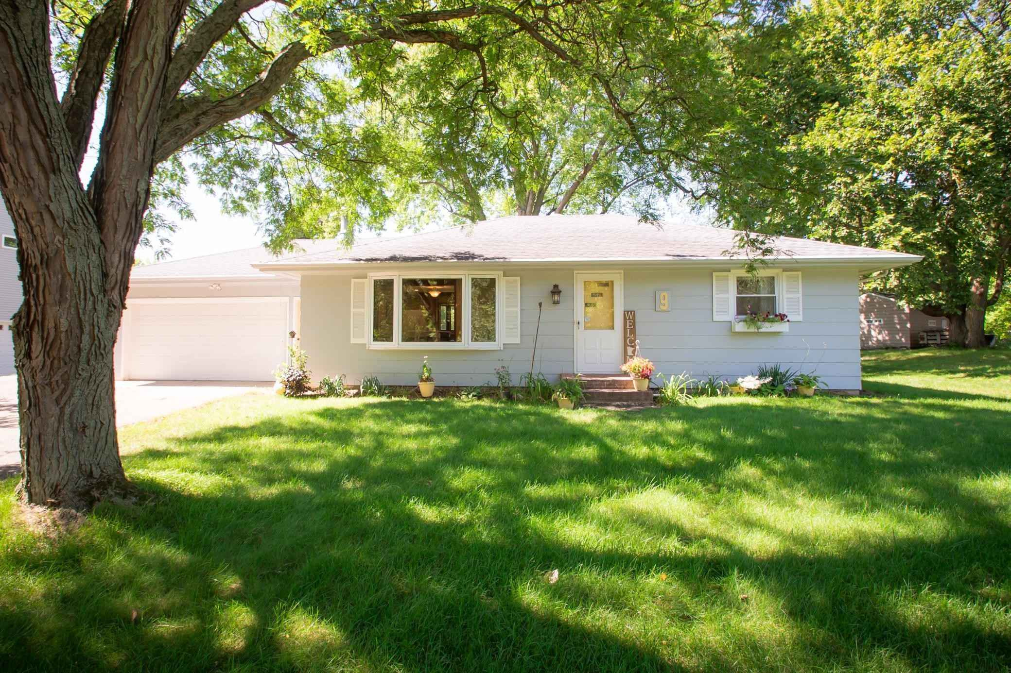 View 31 photos of this 3 bed, 2 bath, and 1,771 sqft. single_family home located at 9 Deerwood Ln N, Plymouth, Minnesota 55441 is Pending for $365,000.