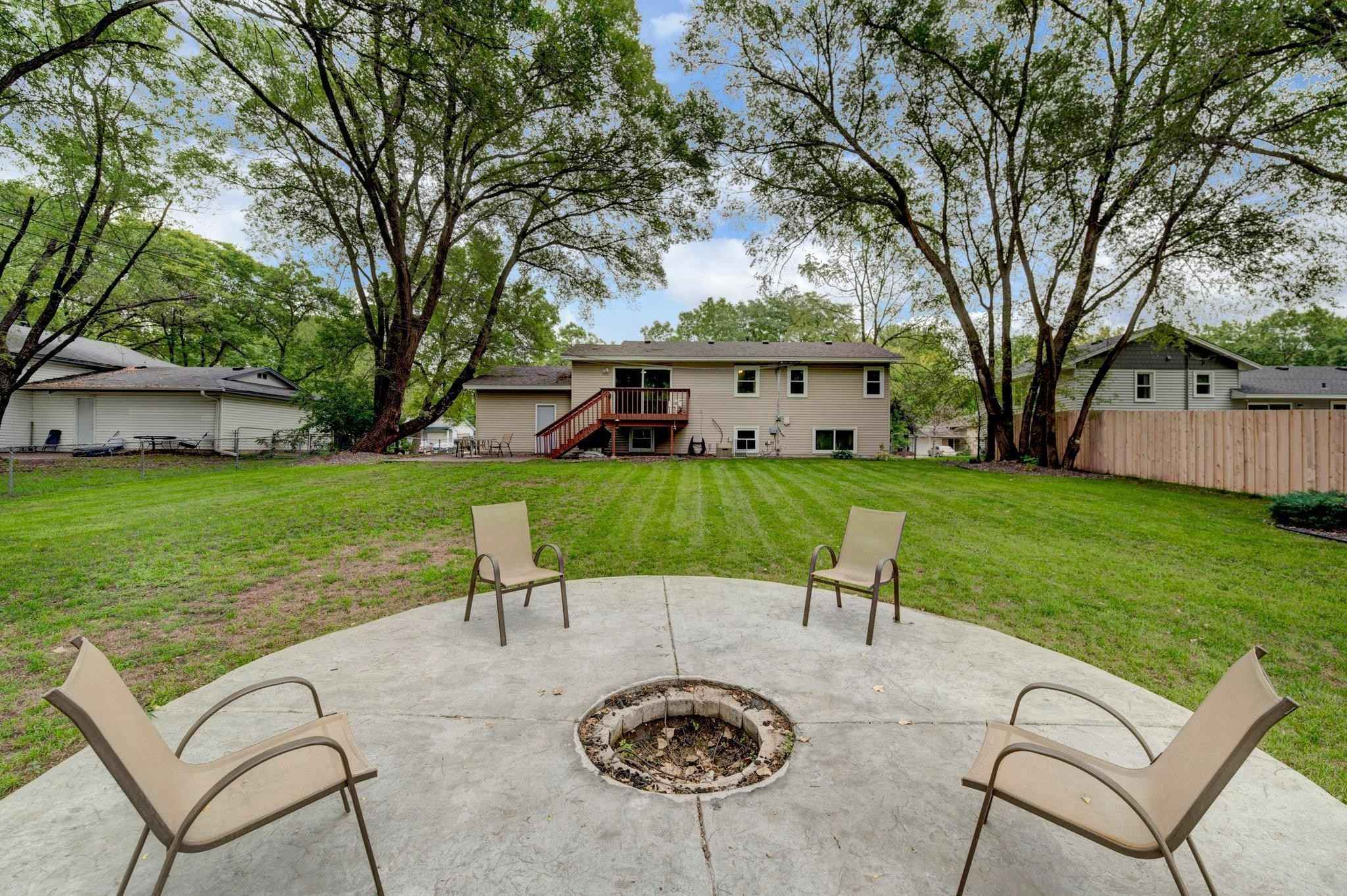 View 19 photos of this 5 bed, 2 bath, and 1,780 sqft. single_family home located at 10640 Wren St NW, Coon Rapids, Minnesota 55433 is Active for $309,000.