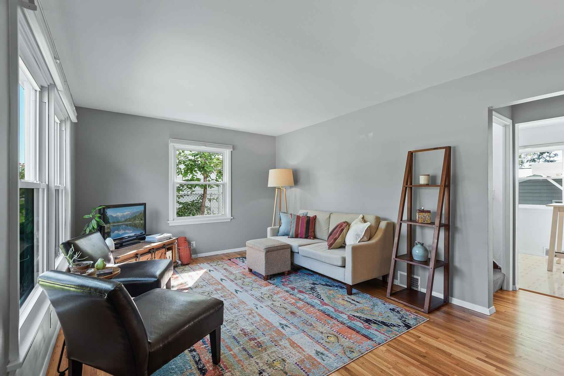 View 23 photos of this 3 bed, 1 bath, and 922 sqft. single_family home located at 2052 Bordner Pl, Saint Paul, Minnesota 55116 is Active for $300,000.