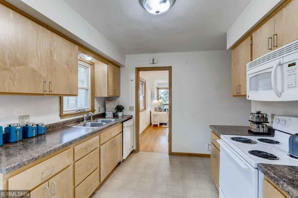 View 27 photos of this 3 bed, 2 bath, and 2,080 sqft. single_family home located at 3724 Regent Ave N, Robbinsdale, Minnesota 55422 is Active for $260,000.
