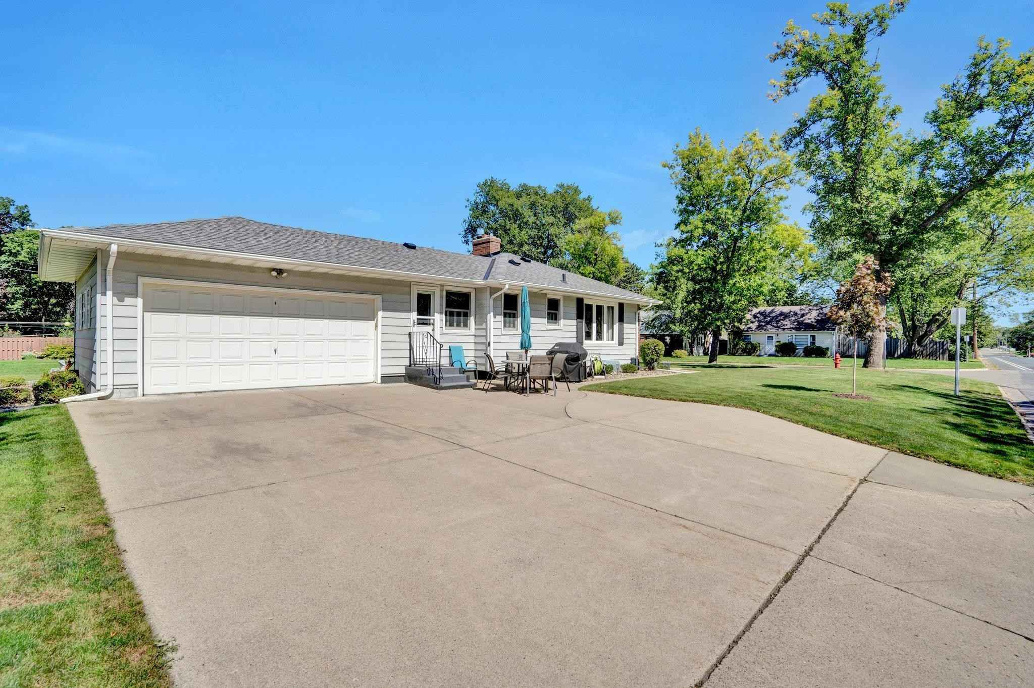 View 37 photos of this 3 bed, 2 bath, and 1,766 sqft. single_family home located at 6944 Oakland Ave S, Richfield, Minnesota 55423 is Active for $325,000.