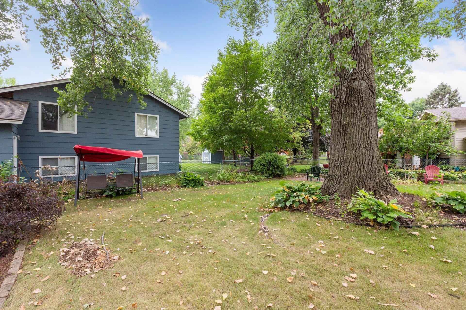 View 38 photos of this 3 bed, 2 bath, and 1,454 sqft. single_family home located at 8364 Jersey Ave N, Brooklyn Park, Minnesota 55445 is Pending for $275,000.