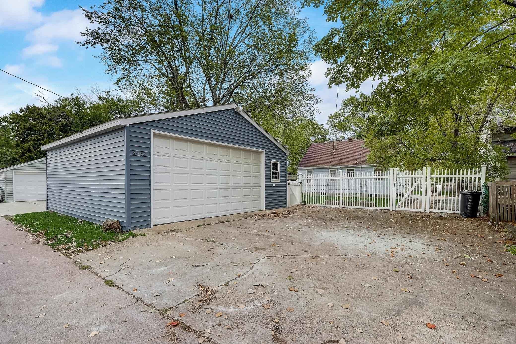 View 42 photos of this 3 bed, 1 bath, and 1,113 sqft. single_family home located at 3432 Quebec Ave S, Saint Louis Park, Minnesota 55426 is Active for $299,000.