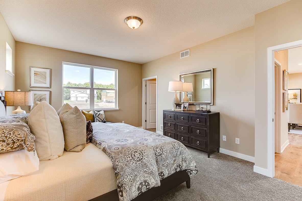 View 19 photos of this 2 bed, 2 bath, and 1,866 sqft. single_family home located at 13657 Applewood Trl, Rosemount, Minnesota 55068 is Active for $453,925.