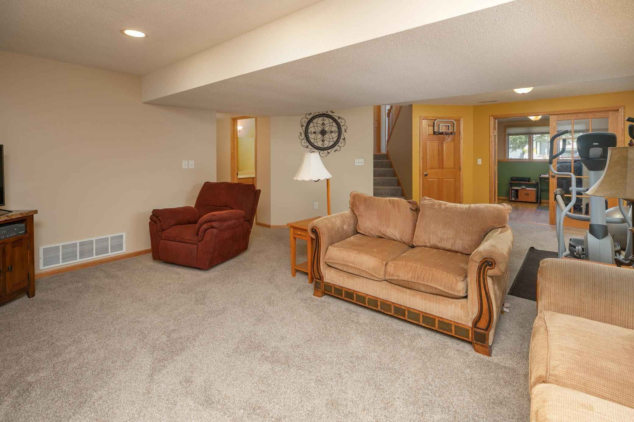 View 32 photos of this 4 bed, 3 bath, and 2,520 sqft. single_family home located at 3324 Lakeridge Dr NW, Rochester, Minnesota 55901 is Active for $365,000.