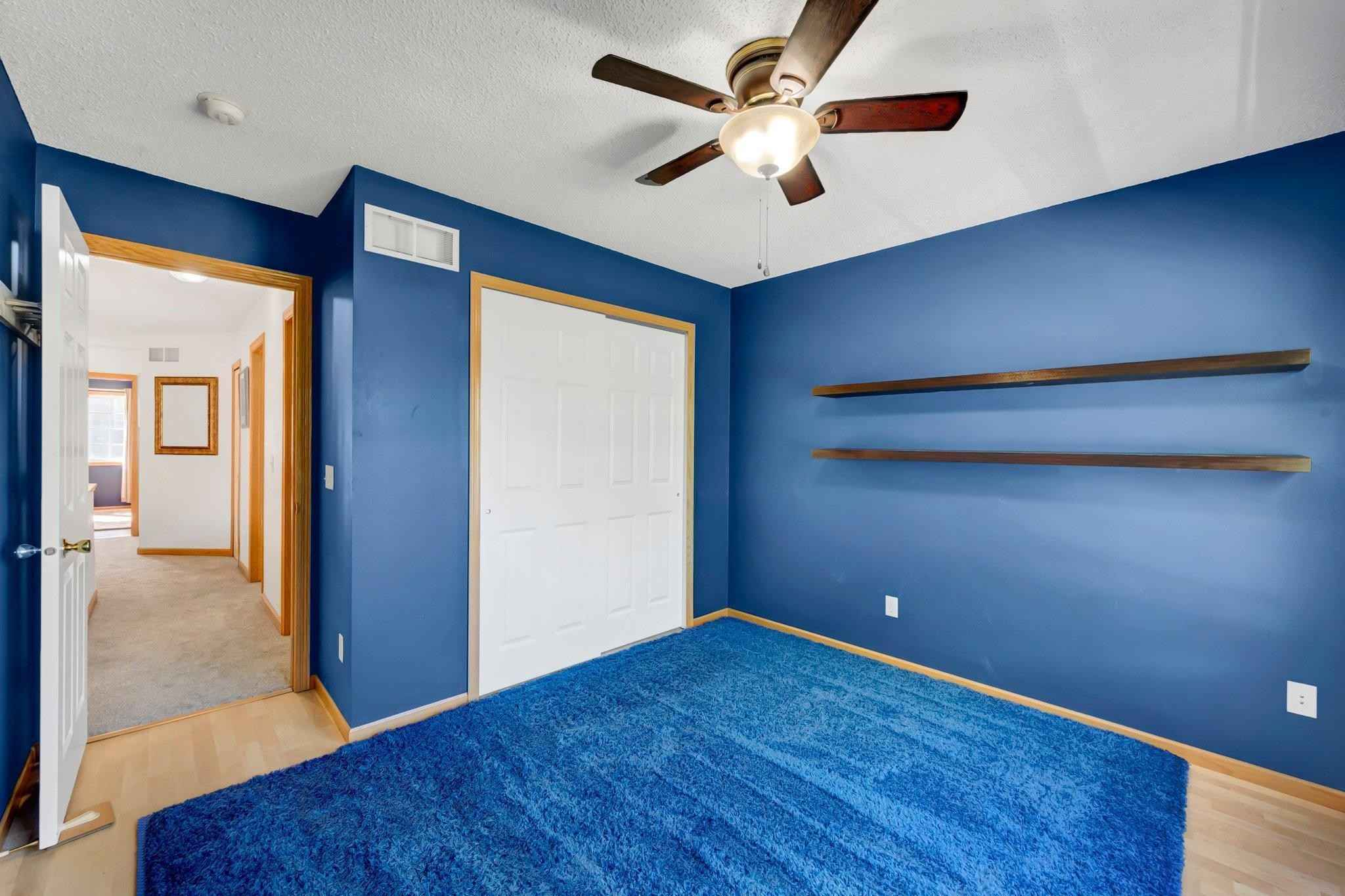 View 23 photos of this 2 bed, 2 bath, and 1,250 sqft. condo home located at 1348 Yorkshire Ln, Shakopee, Minnesota 55379 is Pending for $195,500.