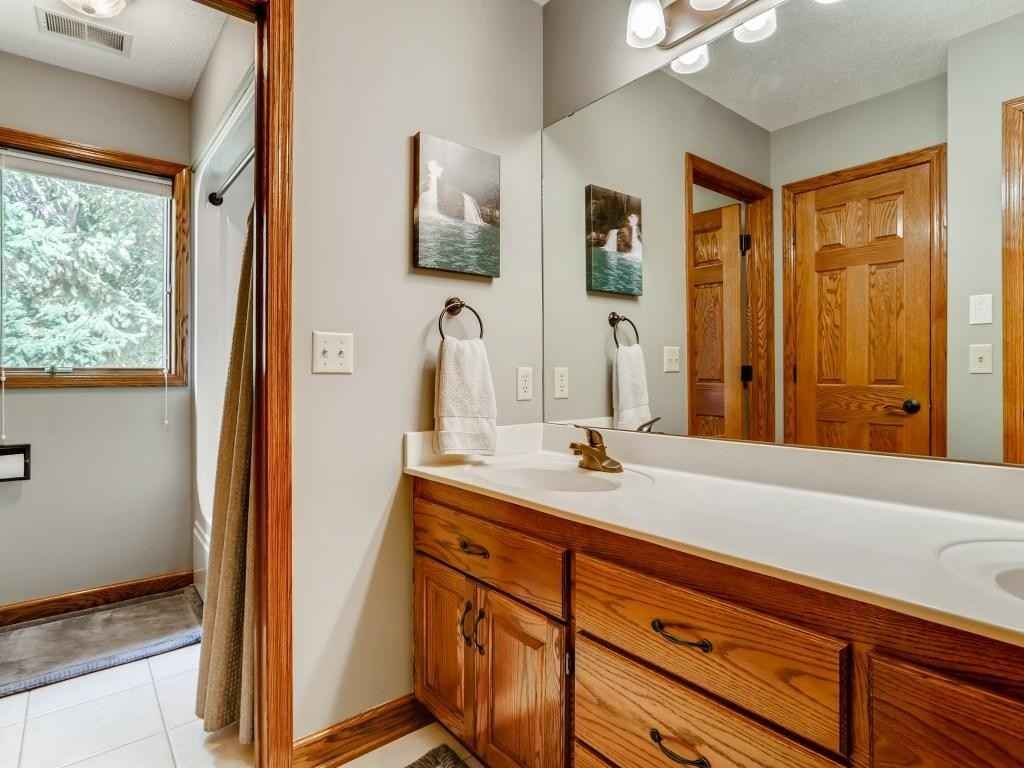 View 52 photos of this 5 bed, 4 bath, and 4,417 sqft. single_family home located at 804 Amble Rd, Shoreview, Minnesota 55126 is Active for $859,900.