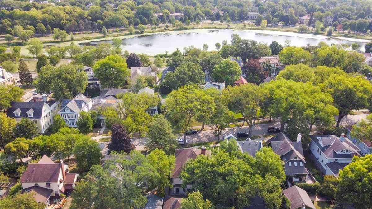 View 40 photos of this 5 bed, 4 bath, and 4,224 sqft. single_family home located at 2116 Newton Ave S, Minneapolis, Minnesota 55405 is Active for $1,349,000.