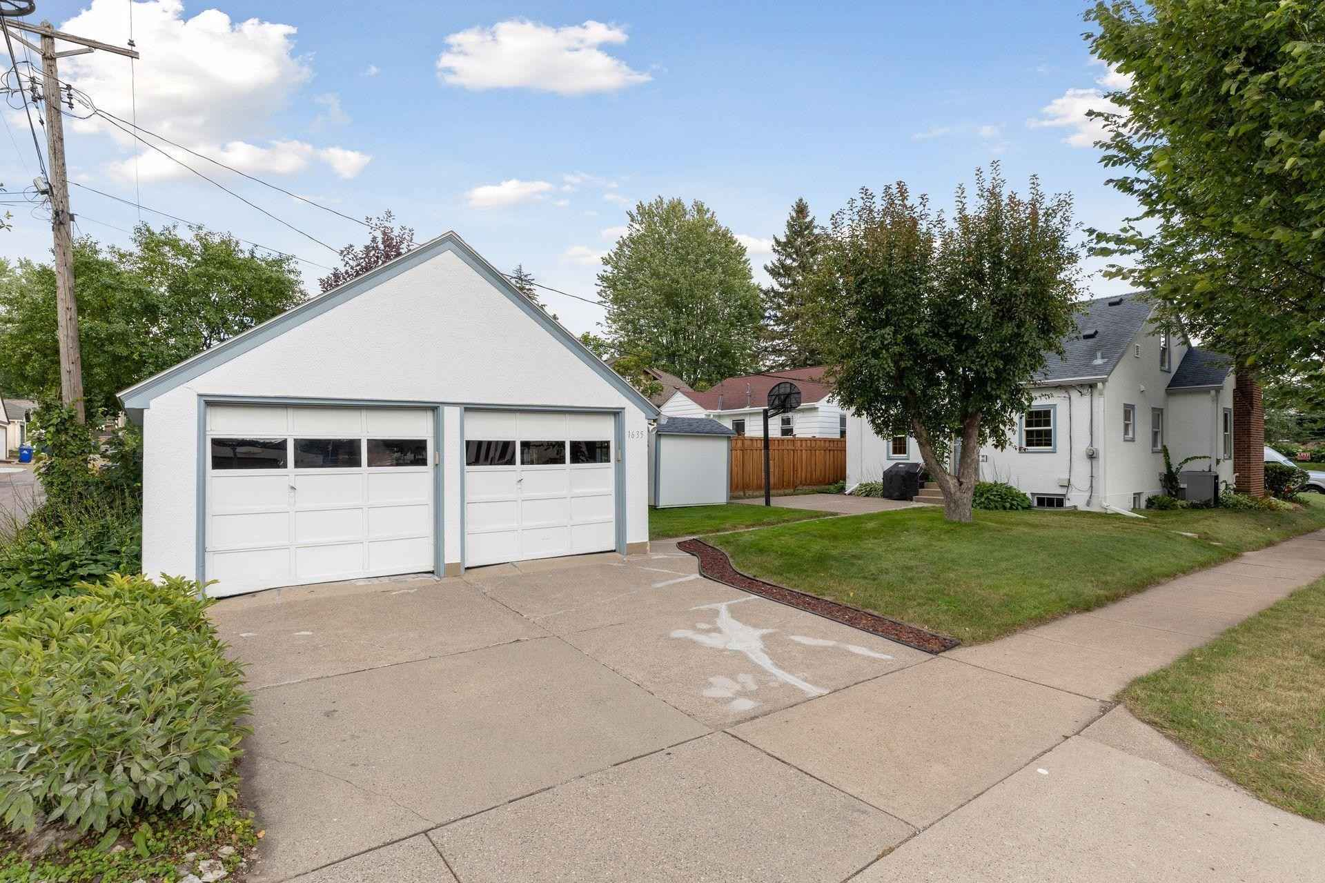 View 21 photos of this 4 bed, 2 bath, and 1,962 sqft. single_family home located at 1635 Niles Ave, Saint Paul, Minnesota 55116 is Active for $415,000.