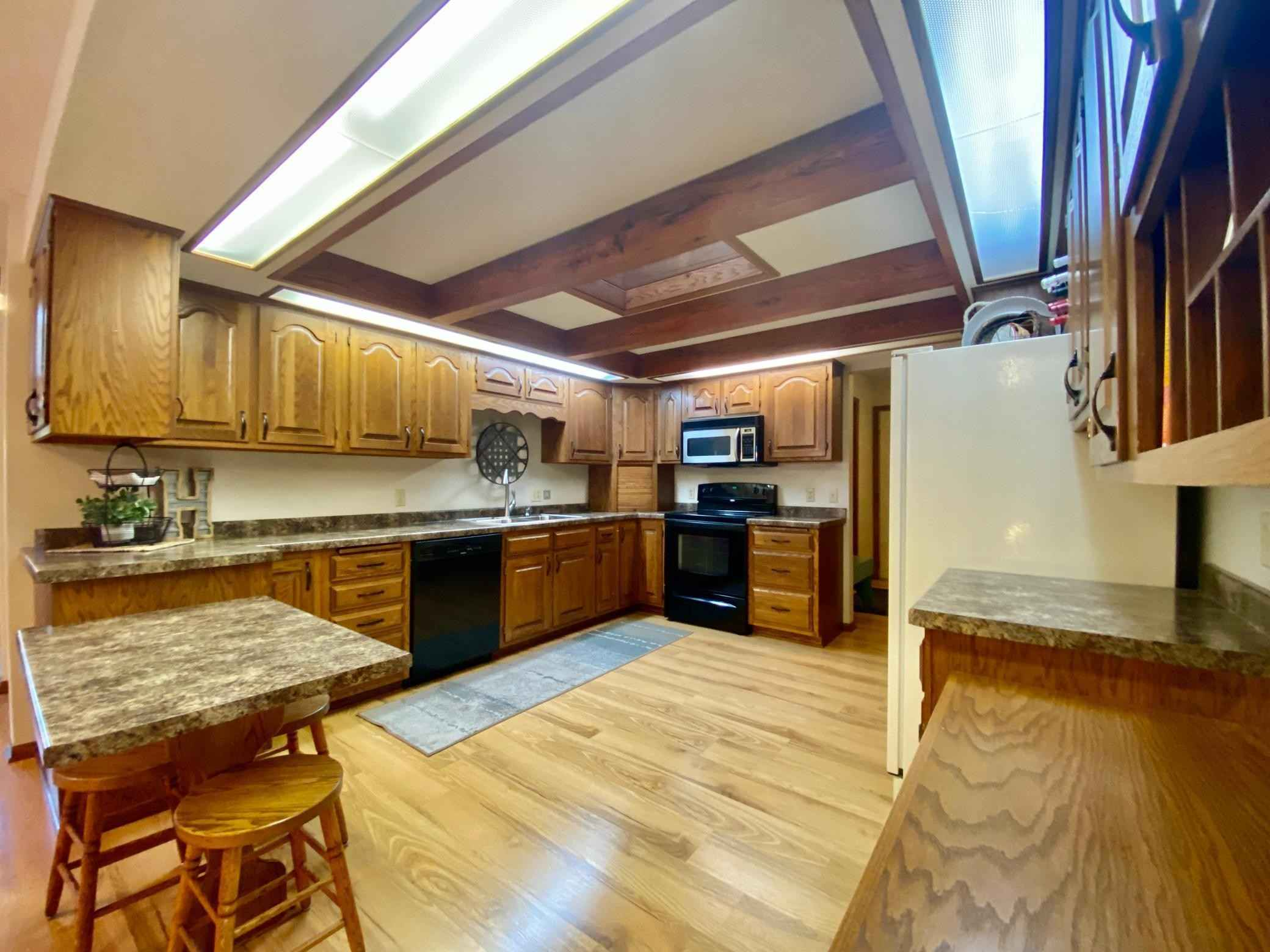 View 36 photos of this 3 bed, 4 bath, and 2,930 sqft. single_family home located at 211 4th St NW, Adams, Minnesota 55909 is Pending for $329,000.