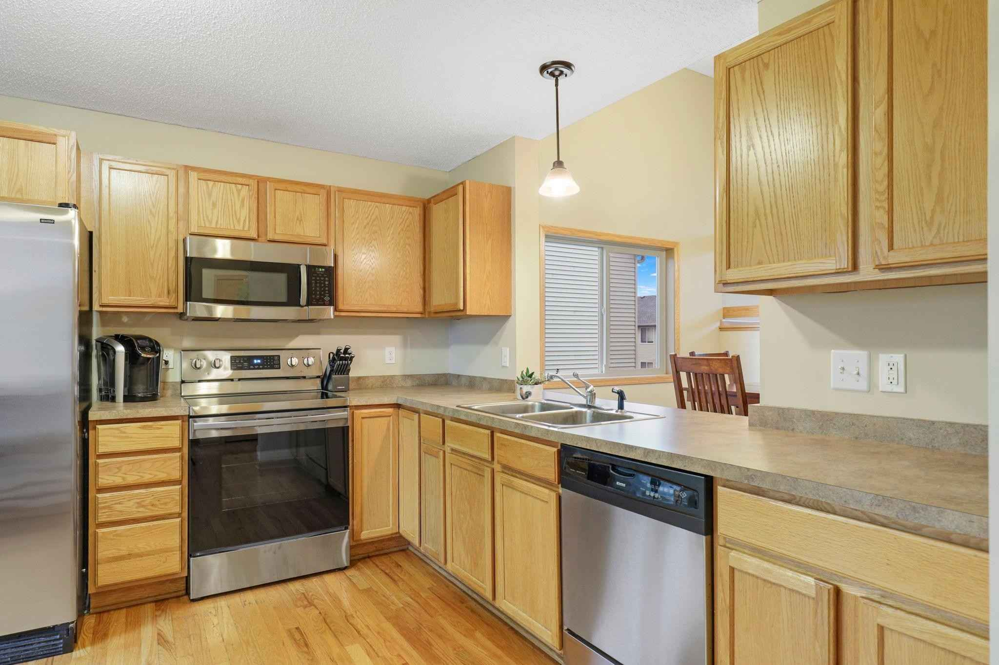 View 29 photos of this 3 bed, 2 bath, and 1,605 sqft. single_family home located at 163 Arabian Ave E, Shakopee, Minnesota 55379 is Pending for $350,000.