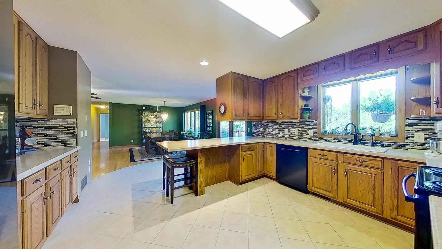 View 27 photos of this 5 bed, 3 bath, and 3,308 sqft. single_family home located at 406 E 9th St, Zumbrota, Minnesota 55992 is Pending for $349,900.