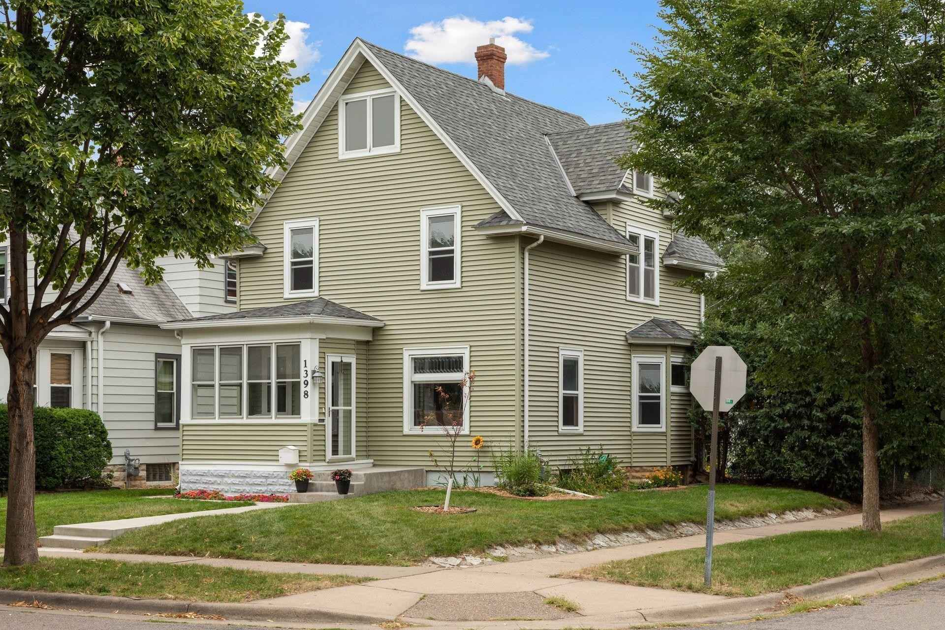 View 37 photos of this 5 bed, 3 bath, and 2,419 sqft. single_family home located at 1398 Breda Ave, Saint Paul, Minnesota 55108 is Pending for $350,000.