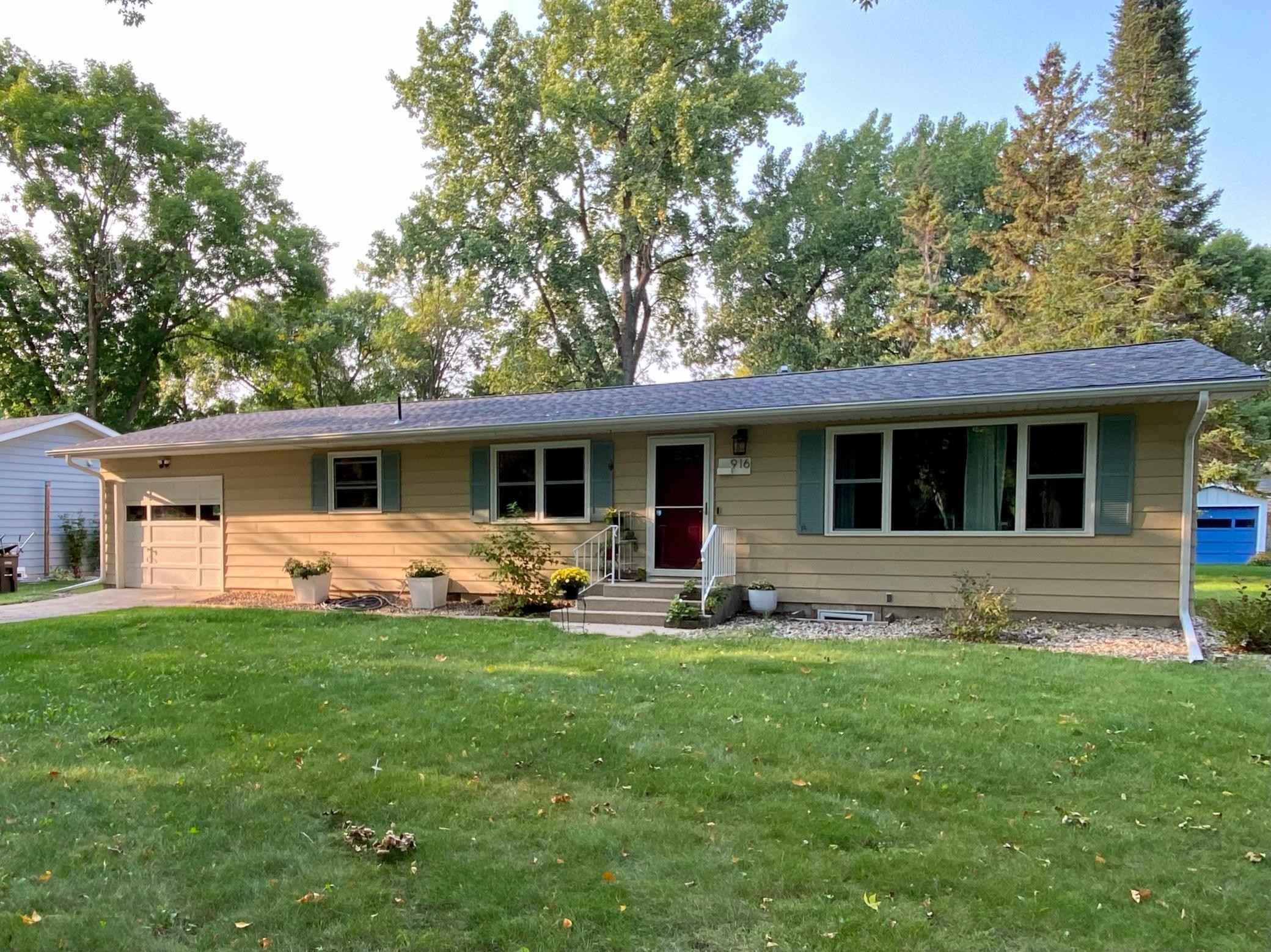 View 25 photos of this 4 bed, 2 bath, and 1,896 sqft. single_family home located at 916 SW 14 Ave, Willmar, Minnesota 56201 is Pending for $199,999.