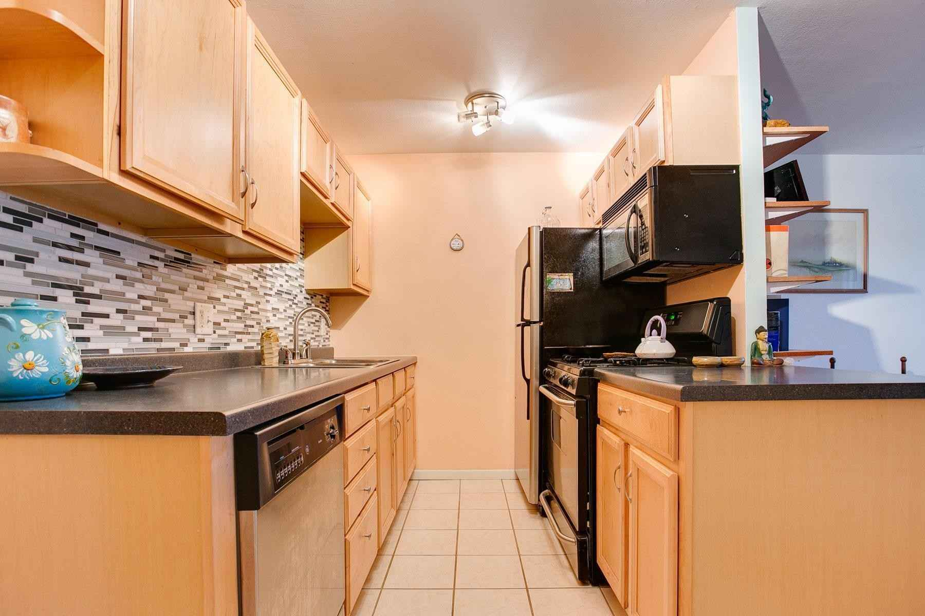 View 17 photos of this 1 bed, 1 bath, and 465 sqft. condo home located at 2112 Garfield Ave Apt 14, Minneapolis, Minnesota 55405 is Active for $115,000.