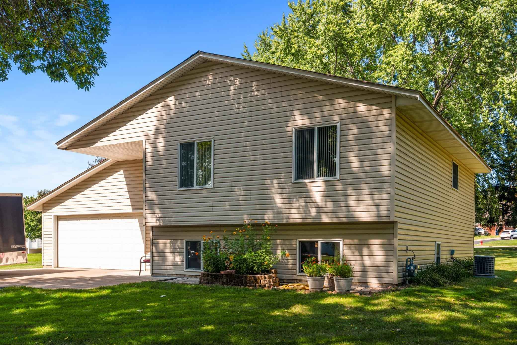 View 22 photos of this 4 bed, 2 bath, and 1,637 sqft. single_family home located at 14097 Ensley Ct, Saint Paul, Minnesota 55124 is Active for $399,900.