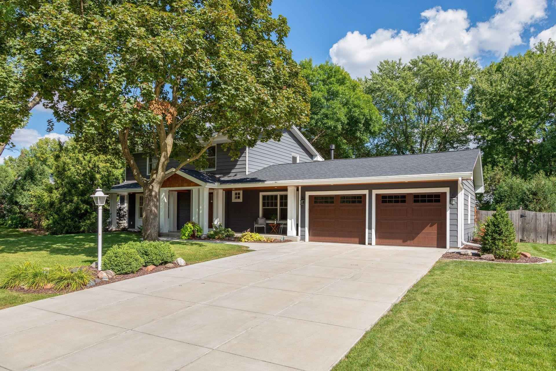 View 29 photos of this 4 bed, 4 bath, and 2,845 sqft. single_family home located at 6109 Olinger Blvd, Edina, Minnesota 55436 is _0 for $.