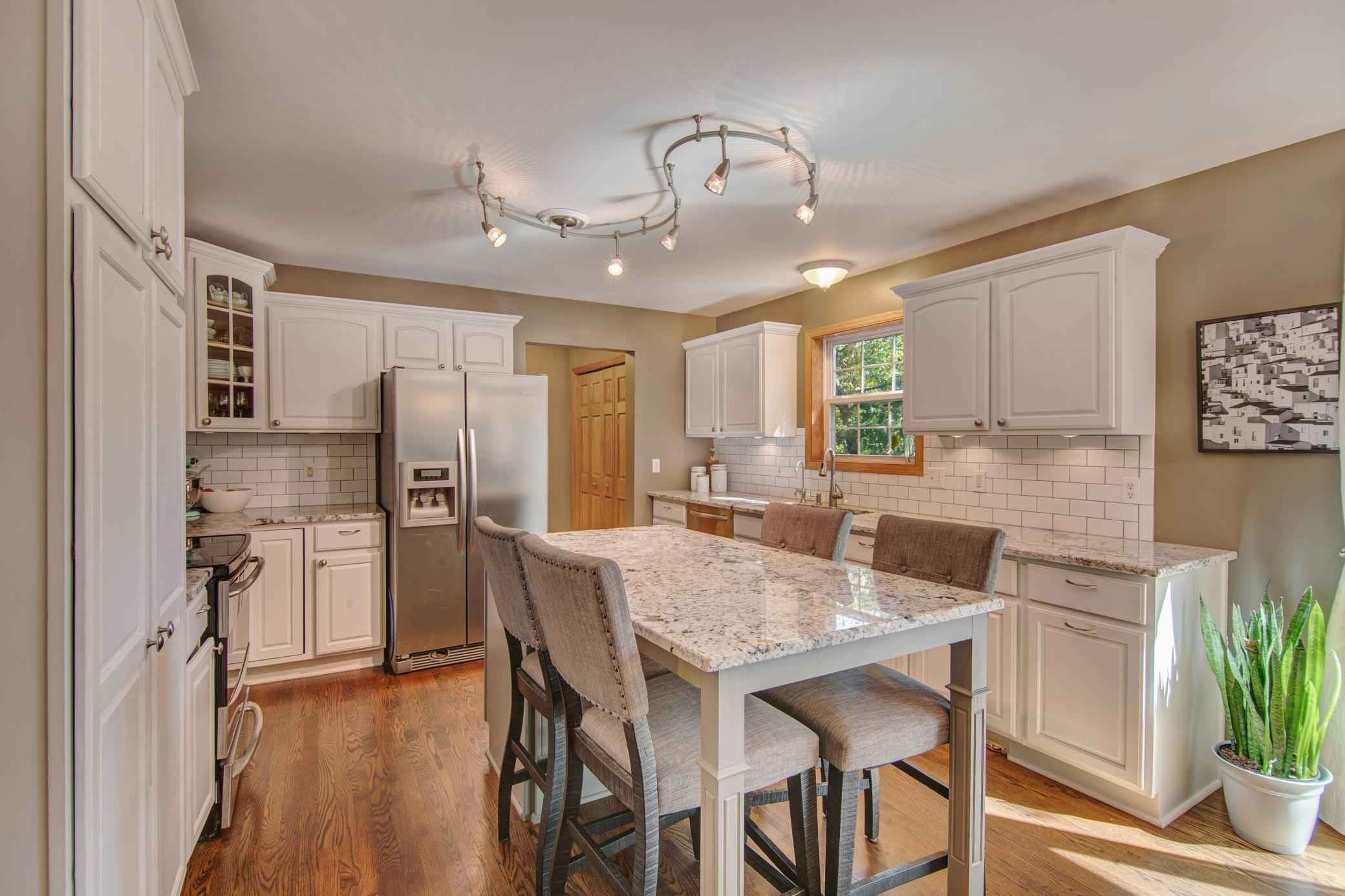 View 37 photos of this 6 bed, 3 bath, and 2,908 sqft. single_family home located at 10405 Fox Run Rd, Woodbury, Minnesota 55129 is Active for $505,000.
