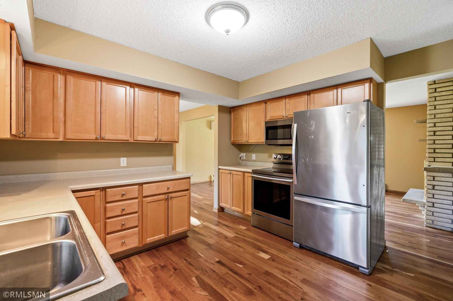 View 31 photos of this 3 bed, 2 bath, and 1,583 sqft. single_family home located at 711 Oakland Cir, Burnsville, Minnesota 55337 is Active for $329,900.