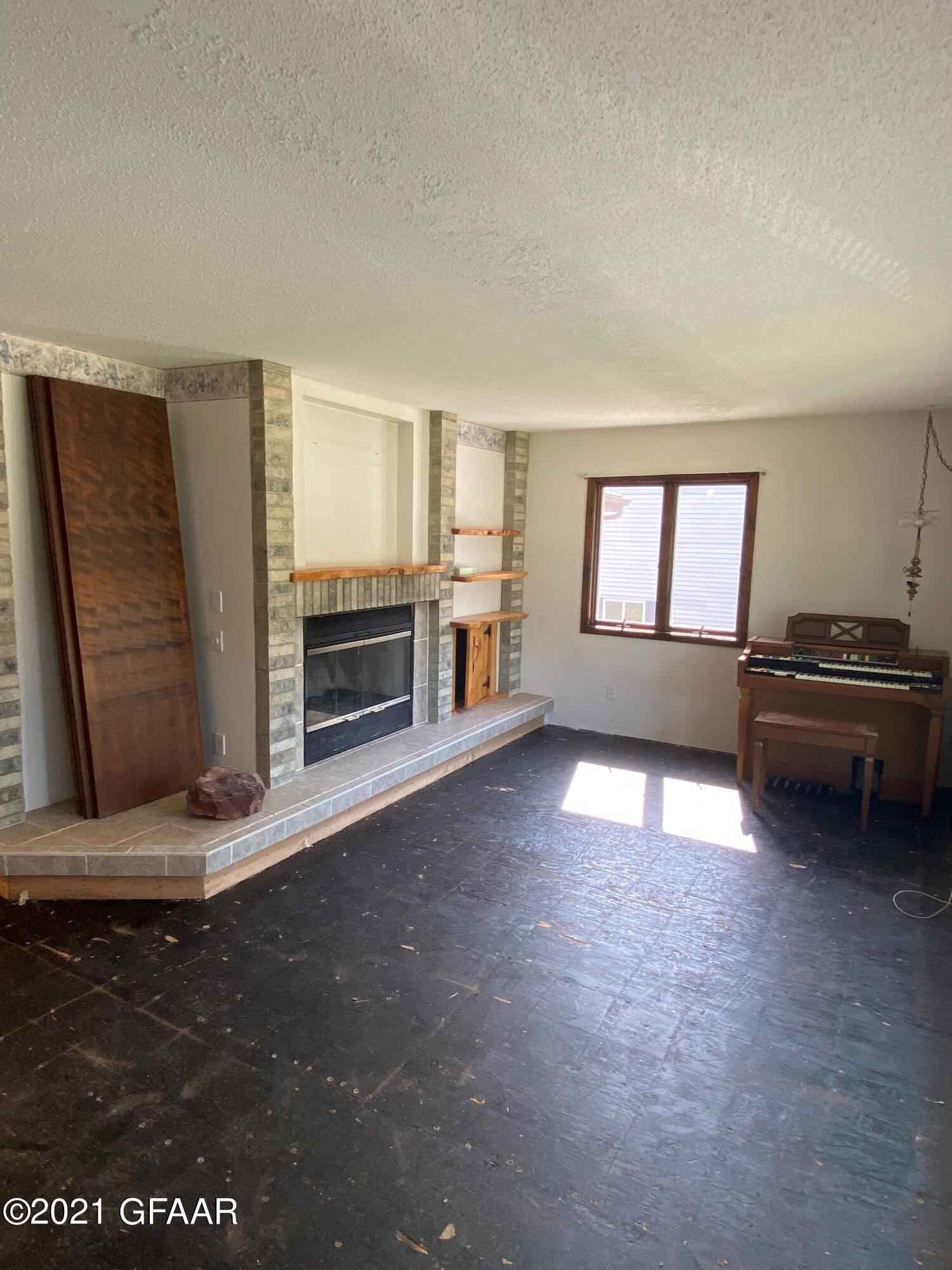 View 21 photos of this 2 bed, 1 bath, and 1,976 sqft. single_family home located at 407 Mero Ct SE, East Grand Forks, Minnesota 56721 is Active Contingent - Inspection for $159,900.