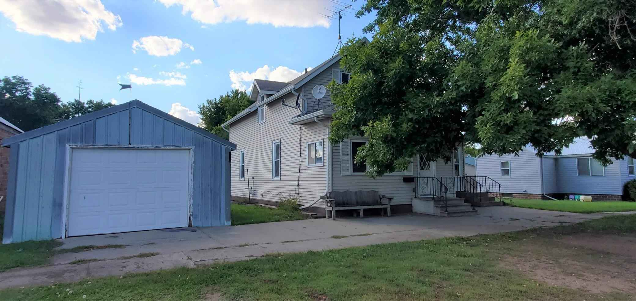 View 14 photos of this 3 bed, 2 bath, and 1,188 sqft. single_family home located at 135 Broadway St, Vesta, Minnesota 56292 is Active for $67,000.