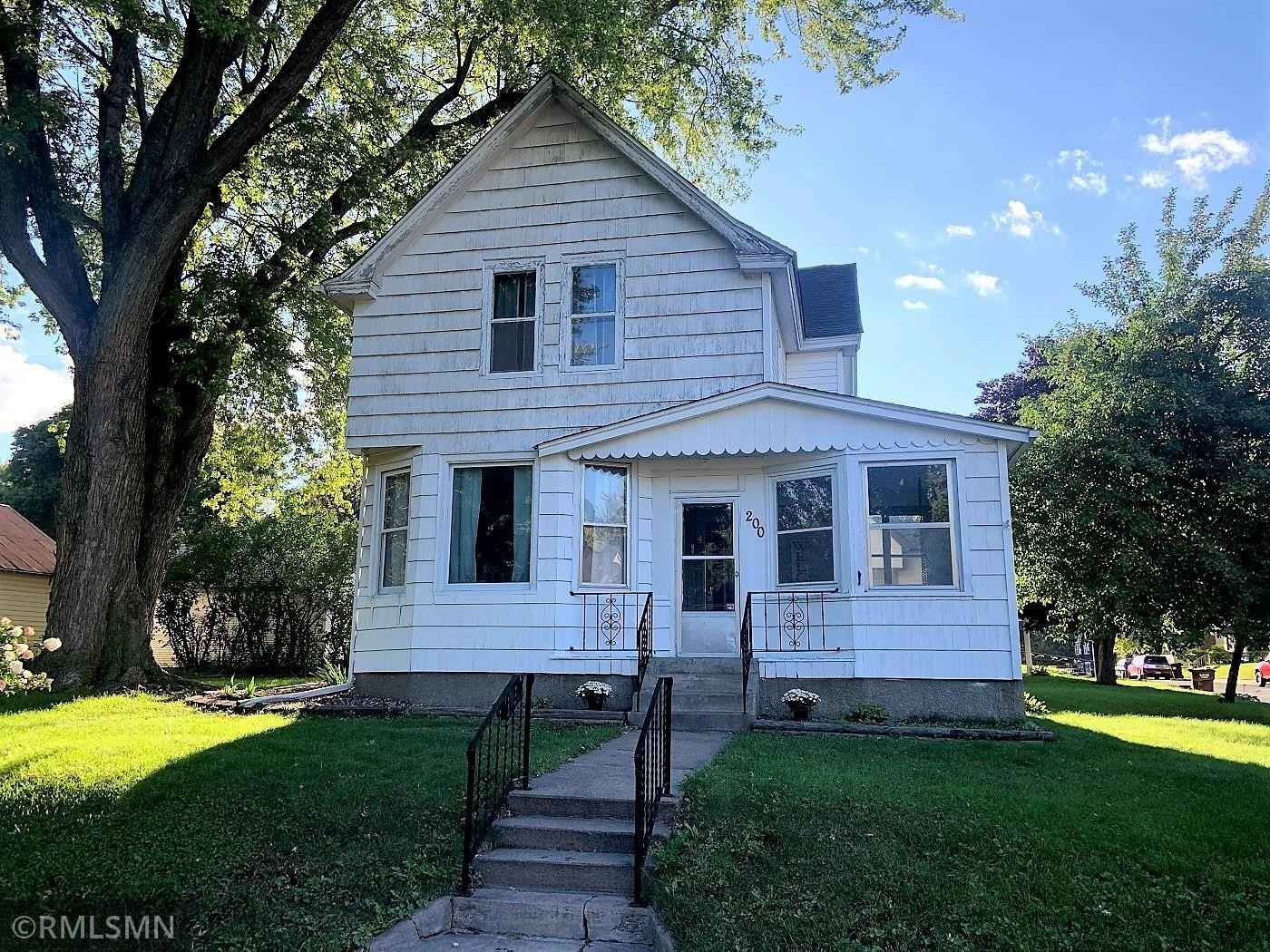View 2 photos of this 3 bed, 2 bath, and 1,654 sqft. single_family home located at 200 Central Ave S, New Prague, Minnesota 56071 is Active for $245,000.